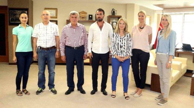 Başkan Karaosmanoğlu Ziyaretçilerini Ağırladı