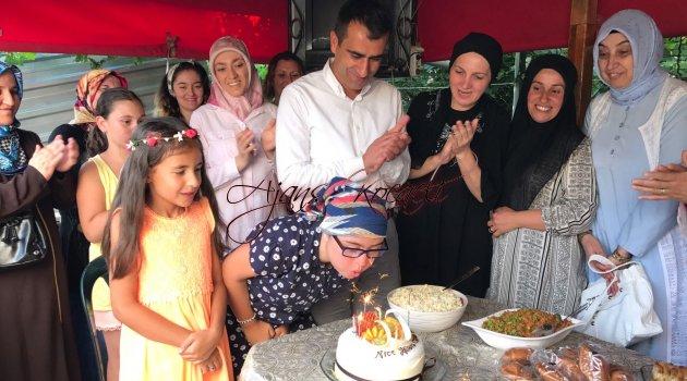 Derinceli Özlem'in doğum günü mutluluğu