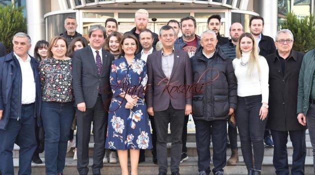 ÖZGÜR ÖZEL'DEN HÜRRİYET'E KUTLAMA ZİYARETİ