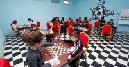 Büyükşehir'den okullara satranç sınıfı